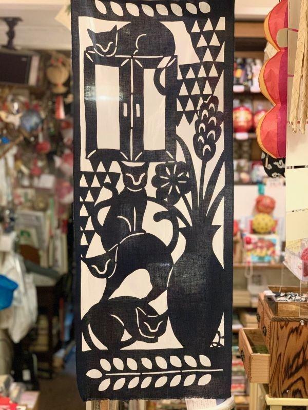 画像2: [型染] よつめ染布舎/手ぬぐい・窓辺の猫(濃紺)